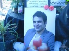 دسته روی به همراه مجموعه پرسپولیس قائم شهر بر سر مزار مرحوم هادی نوروزی